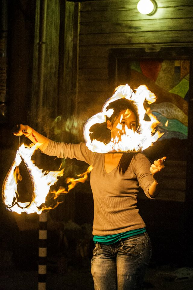 Огнено шоу пред галерия Снежана