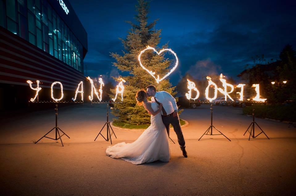 огнен надпис за сватбено тържество